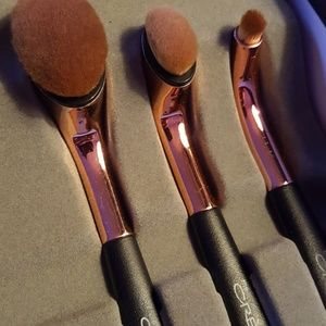 the creme shop Makeup - The creme shop limited edition makeup brushes.